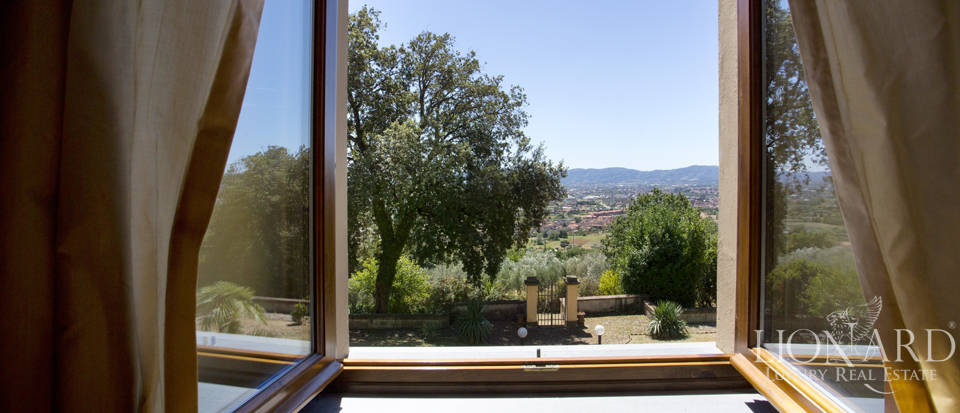 Lovely luxury villa in the countryside with panoramic view Image 42