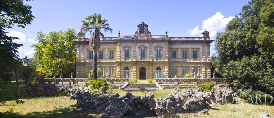Majestic luxury villa for sale in florence lionard for Immagini ville di lusso