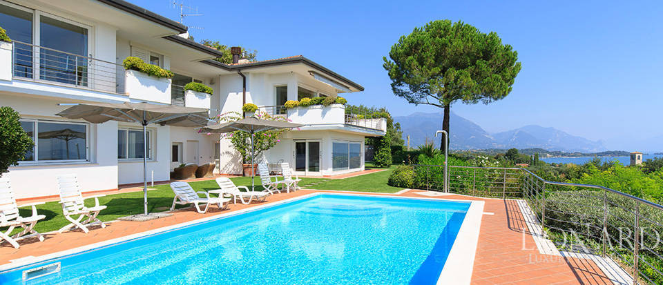 Luxury italian real estate for sale in lake garda lionard for Lionard luxury real estate