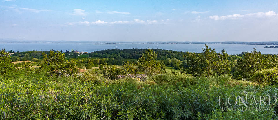 Lake-view villa for sale Image 37