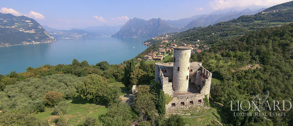 Castle for sale by Lake Iseo Image 7