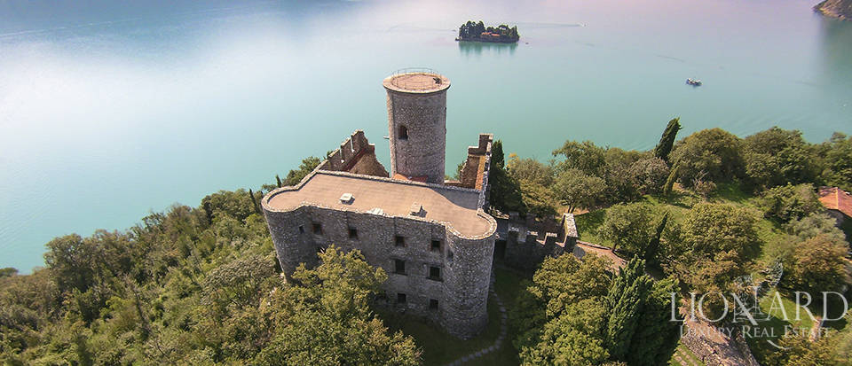 Castle for sale by Lake Iseo Image 5
