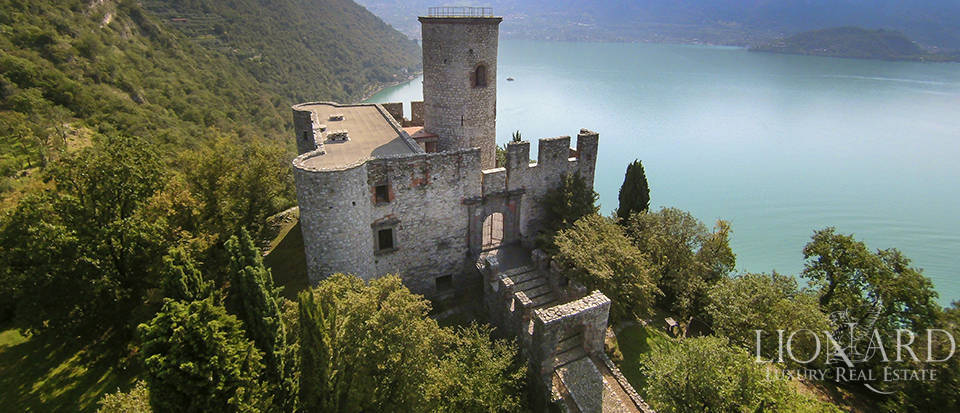 Castle for sale by Lake Iseo Image 9