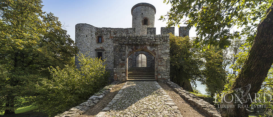 Castle for sale by Lake Iseo Image 15