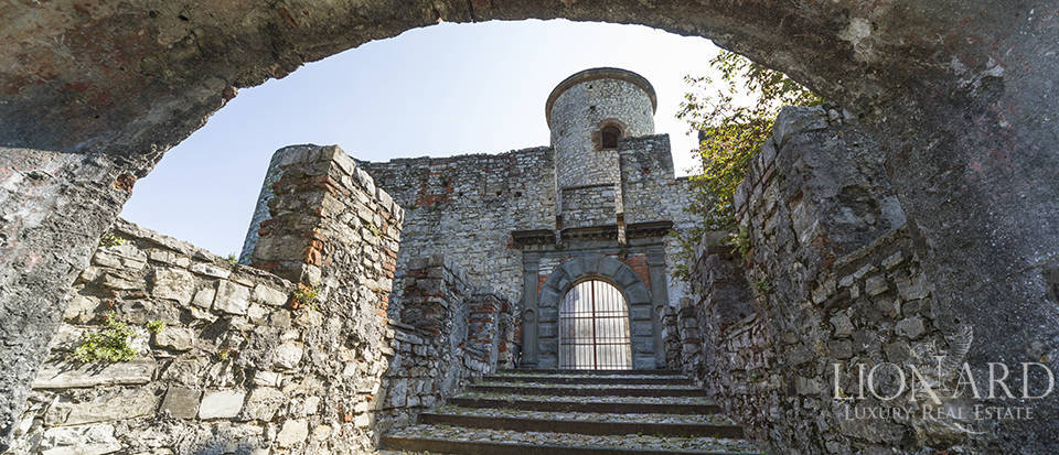 Castle for sale by Lake Iseo Image 16