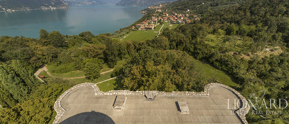 Castle for sale by Lake Iseo Image 27