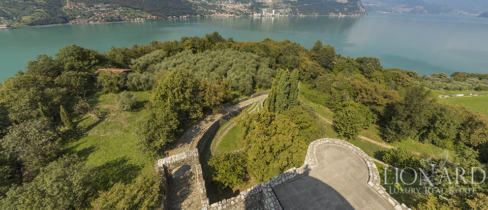 Castle for sale by Lake Iseo Image 28
