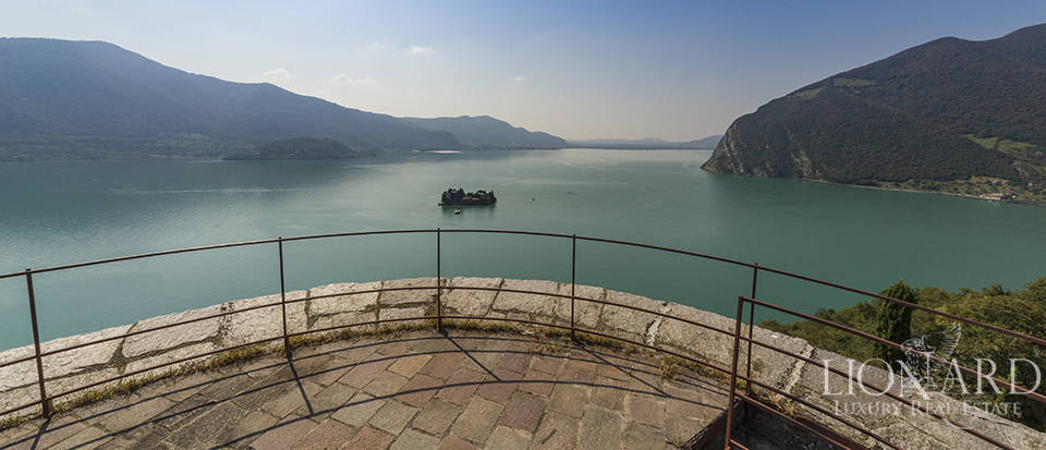 Castle for sale by Lake Iseo Image 29