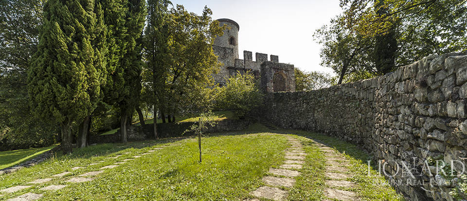 Castle for sale by Lake Iseo Image 22