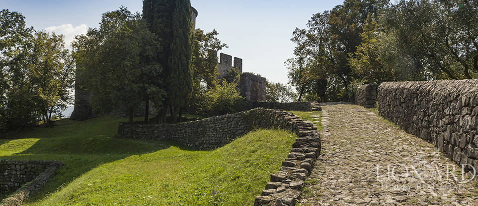 Castle for sale by Lake Iseo Image 23
