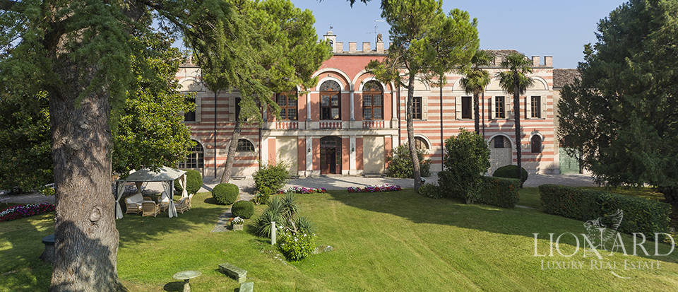 Magnificent castle for sale near Mantua Image 1