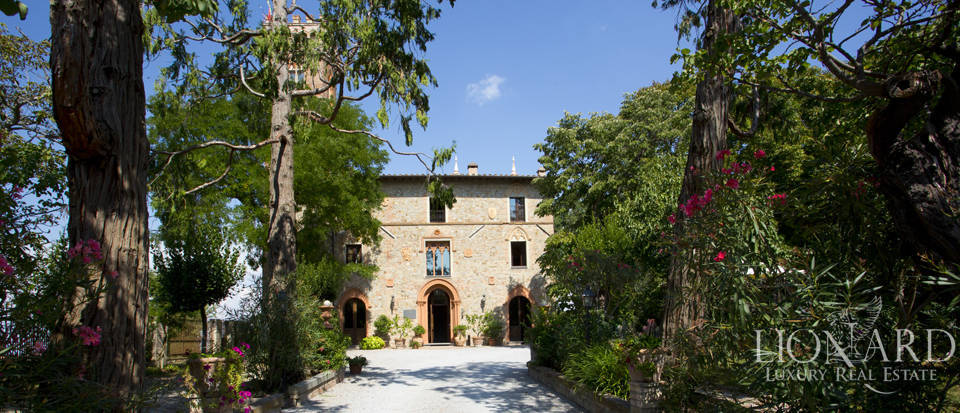 Prestigious spa hotel in Umbrian castle for sale Image 11