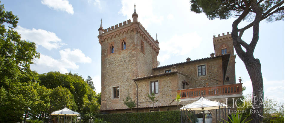 Prestigious spa hotel in Umbrian castle for sale Image 22