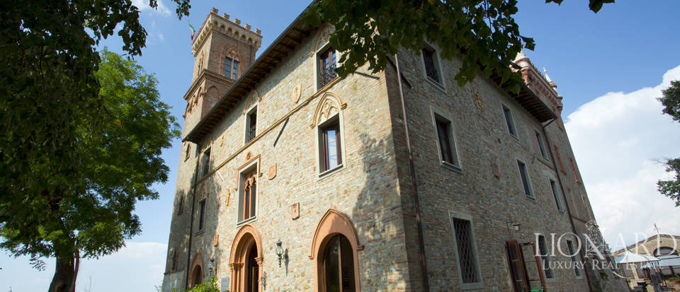 Prestigious spa hotel in Umbrian castle for sale Image 15