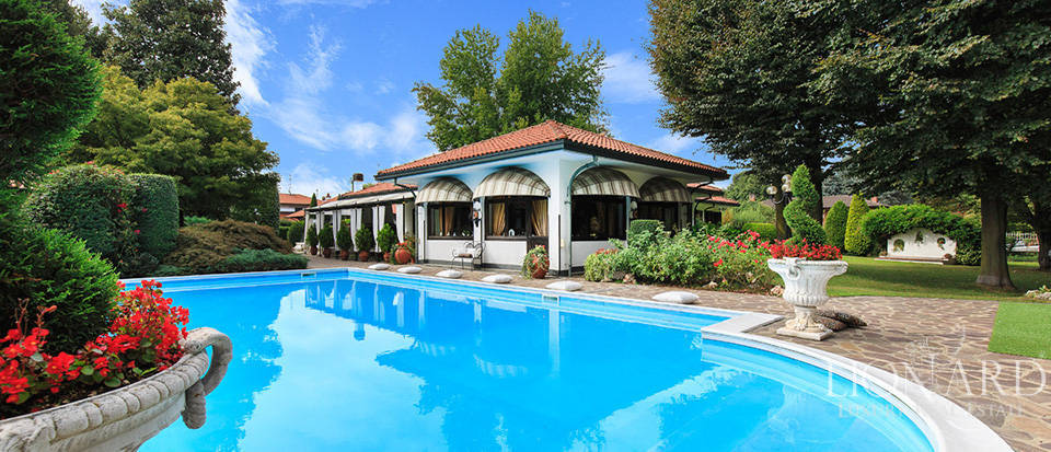 magnificent villa near milan lionard