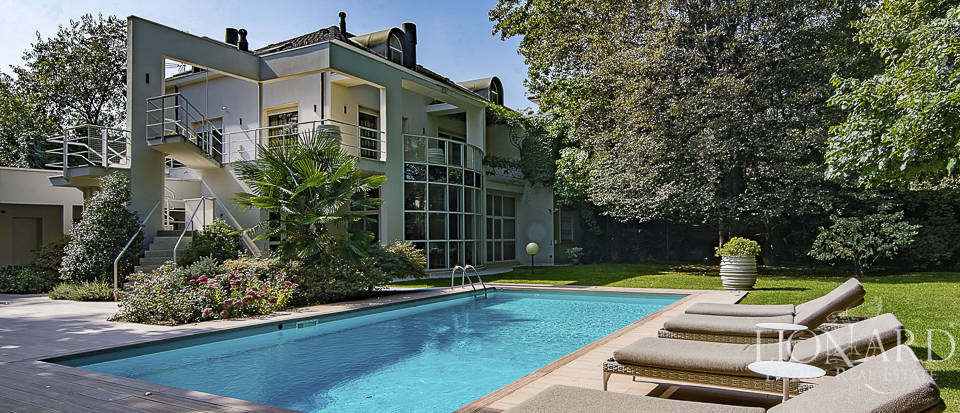 luxury villa with swimming pool for sale near milan