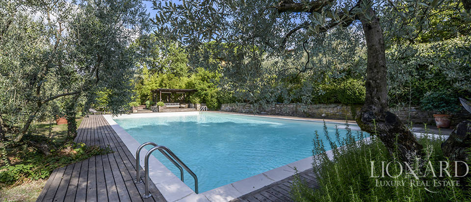 Luxury villa with swimming pool on Florence