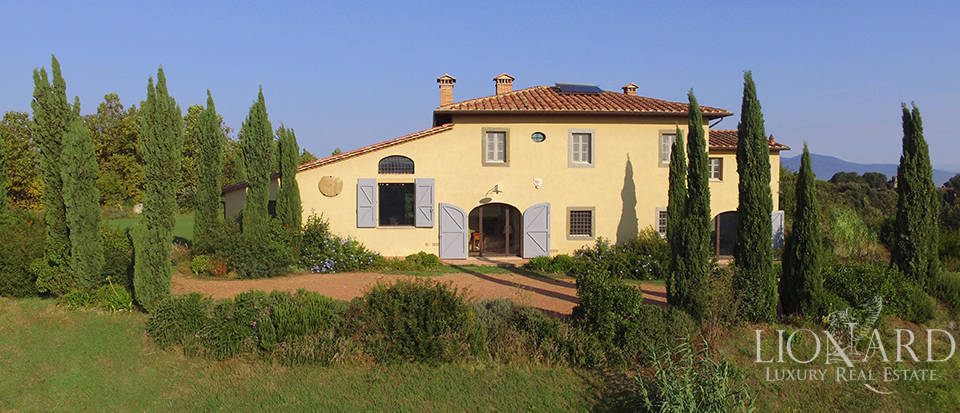Lovely farmhouse for sale in Pisa Image 1
