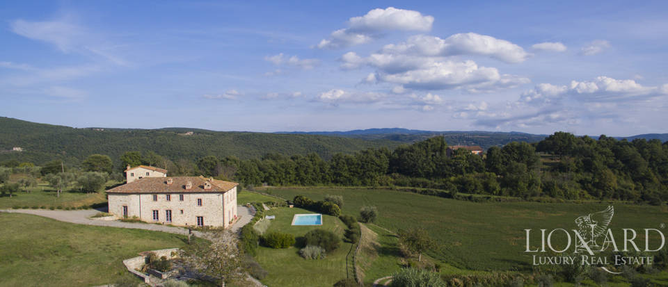 Old farmstead for sale on the Umbrian hills Image 1