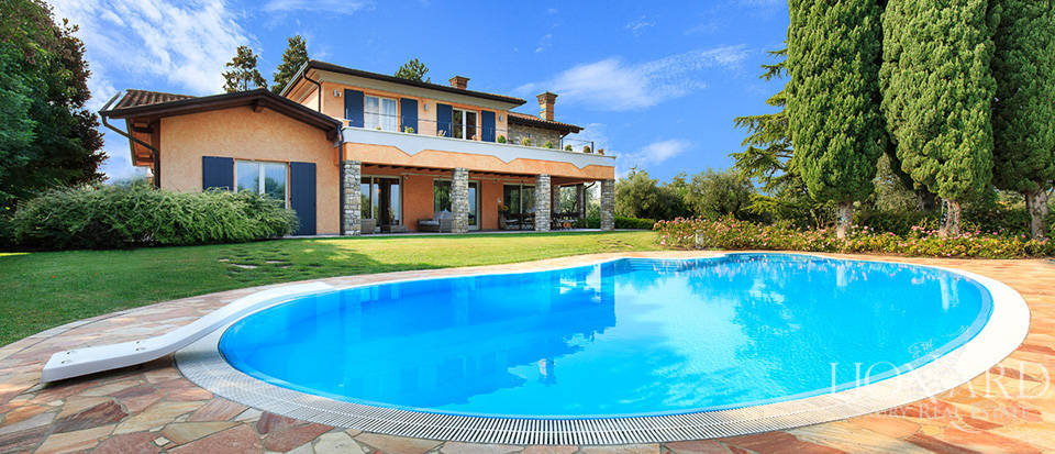 villa with swimming pool for sale on lake garda