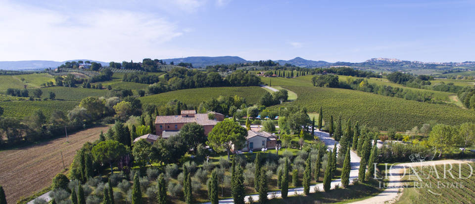 Lovely resort for sale in Siena Image 7