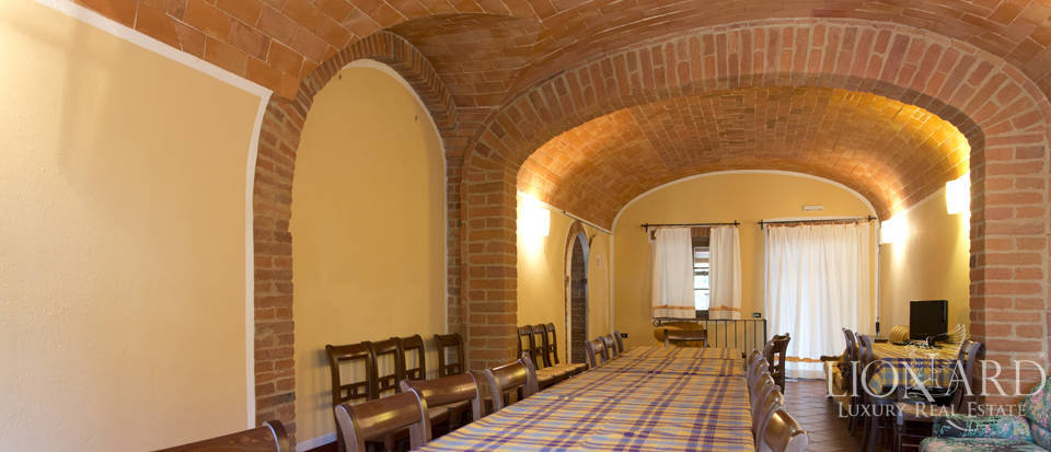 Lovely resort for sale in Siena Image 35