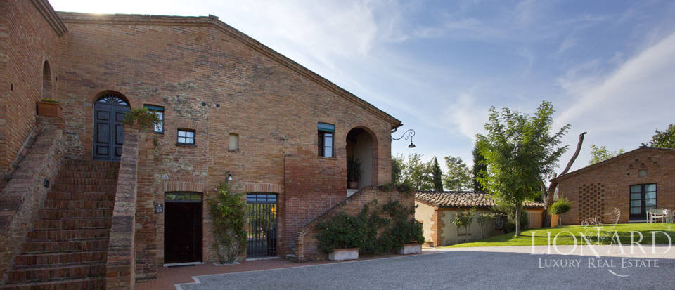 Lovely resort for sale in Siena Image 29