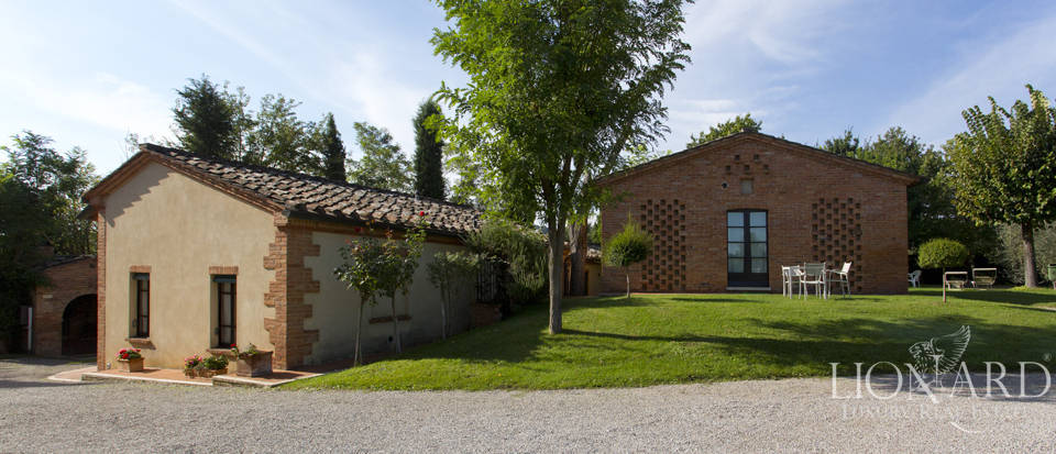 Lovely resort for sale in Siena Image 28