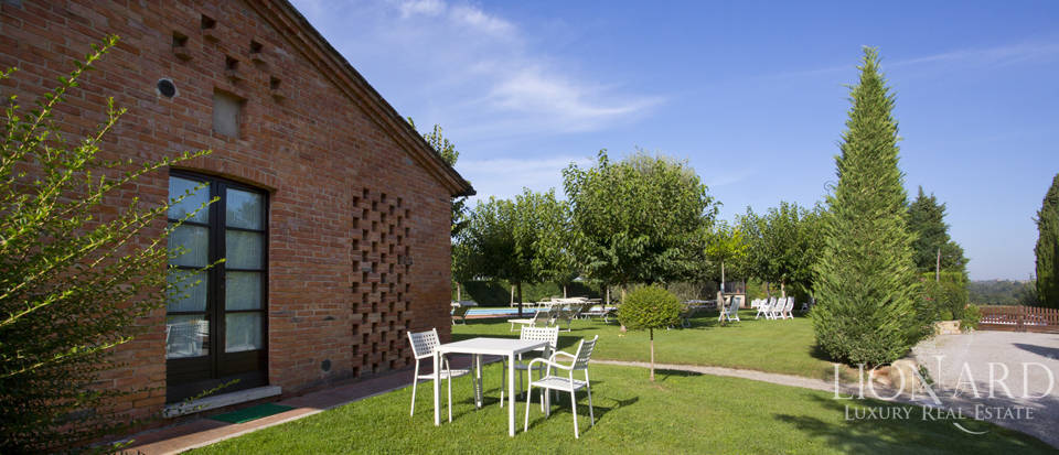 Lovely resort for sale in Siena Image 20