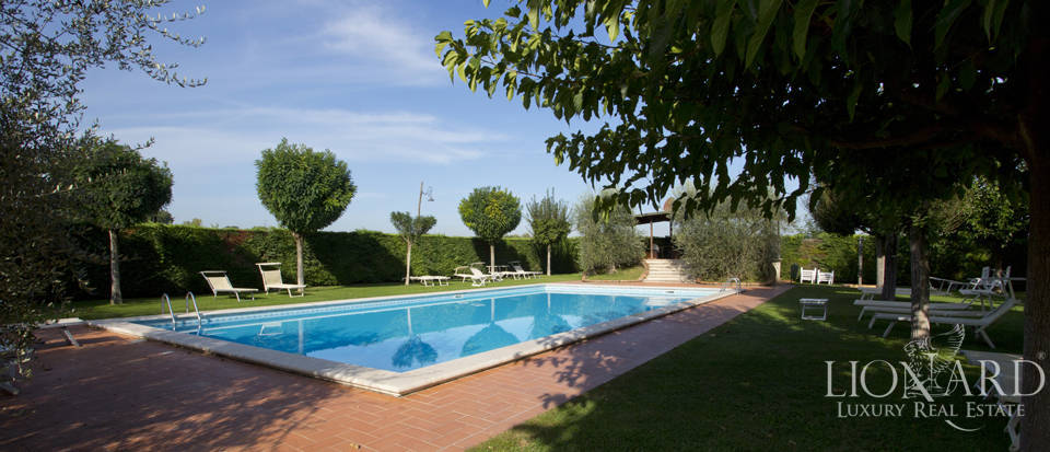 Lovely resort for sale in Siena Image 14