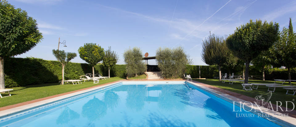 Lovely resort for sale in Siena Image 15