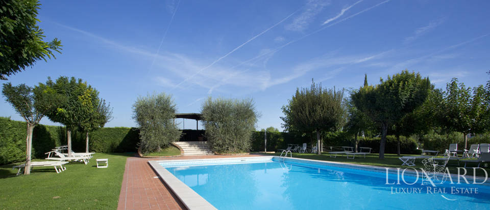 Lovely resort for sale in Siena Image 16