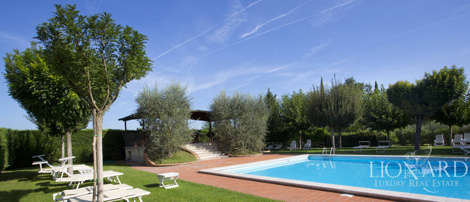 Lovely resort for sale in Siena Image 17