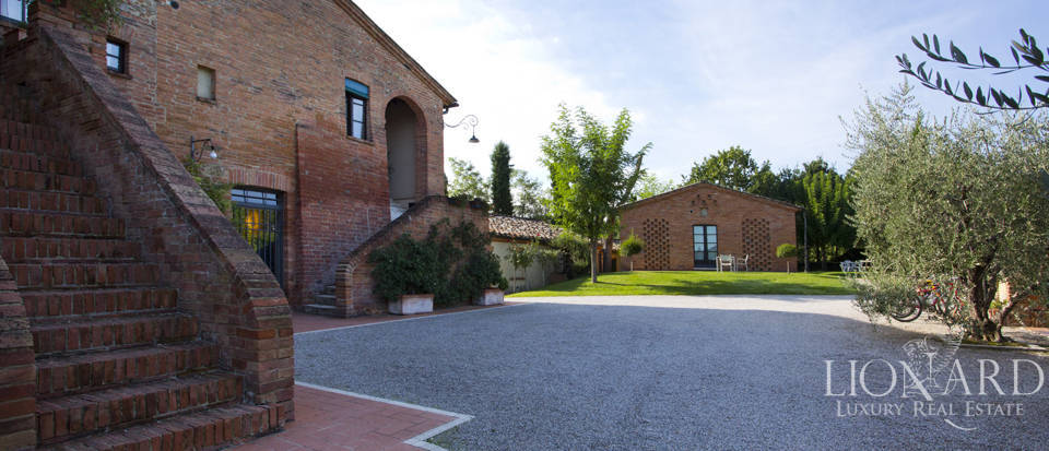 Lovely resort for sale in Siena Image 27