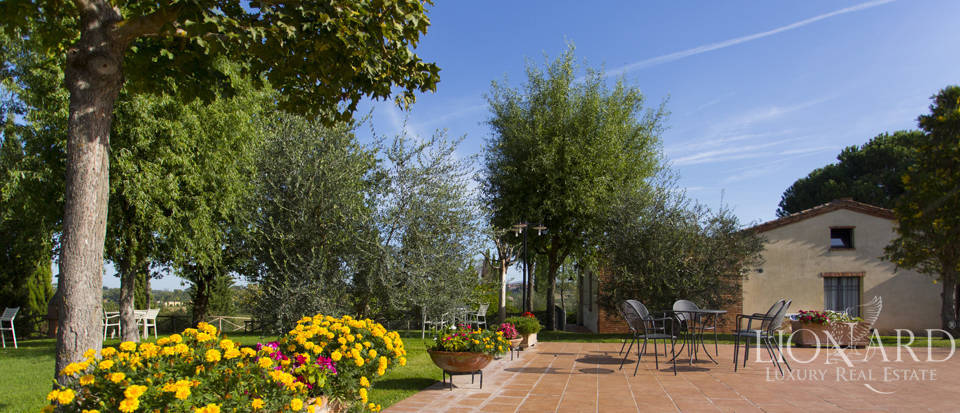 Lovely resort for sale in Siena Image 11