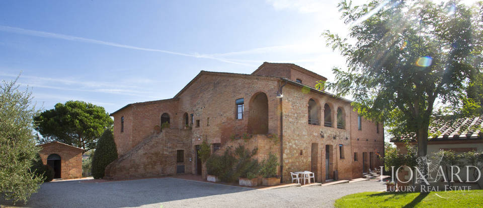 Lovely resort for sale in Siena Image 9