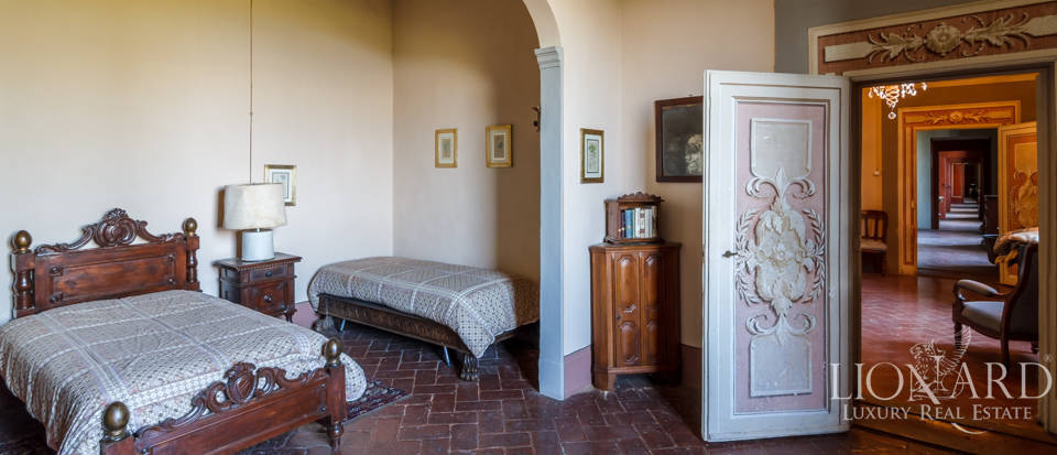 Lovely luxury property with vineyards for sale in Pisa Image 30