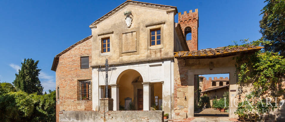 Lovely luxury property with vineyards for sale in Pisa Image 9