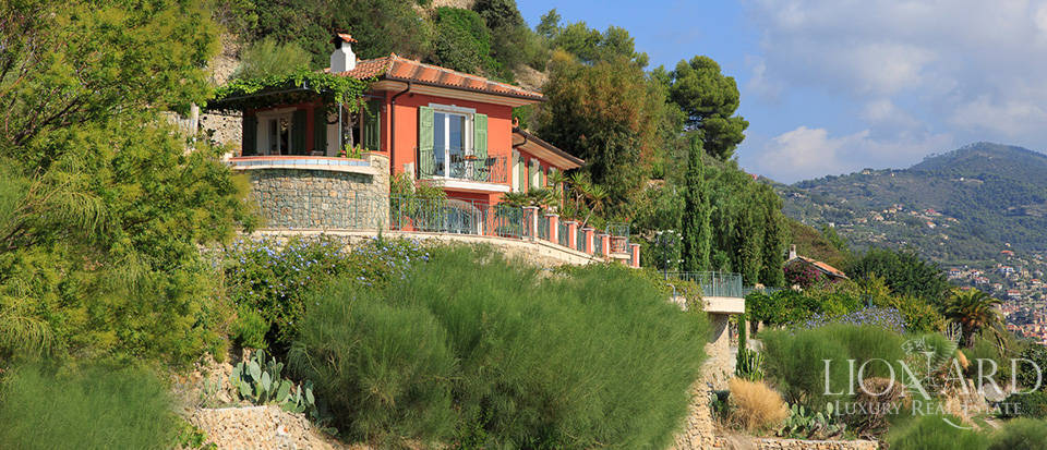 Luxury house with swimming pool for sale in Liguria Image 12