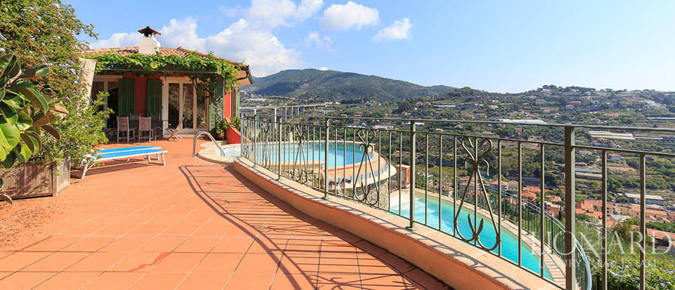 Luxury house with swimming pool for sale in Liguria Image 13