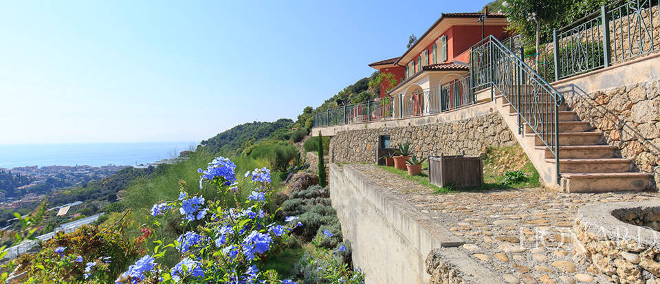 Luxury house with swimming pool for sale in Liguria Image 6