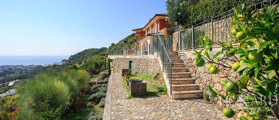 Luxury house with swimming pool for sale in Liguria Image 7