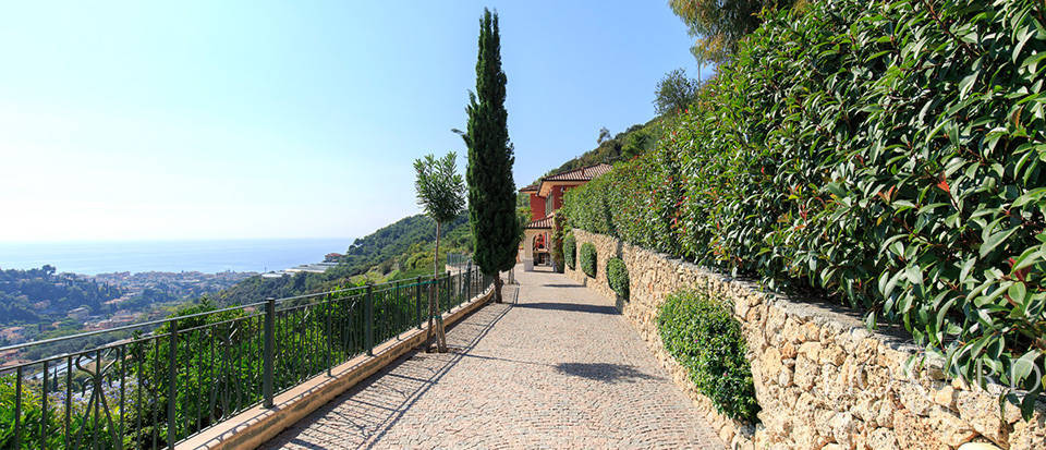 Luxury house with swimming pool for sale in Liguria Image 9