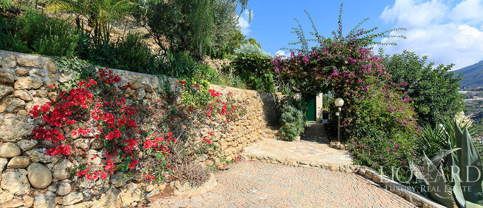 Luxury house with swimming pool for sale in Liguria Image 53