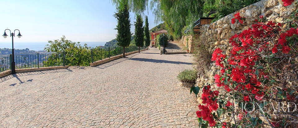 Luxury house with swimming pool for sale in Liguria Image 10