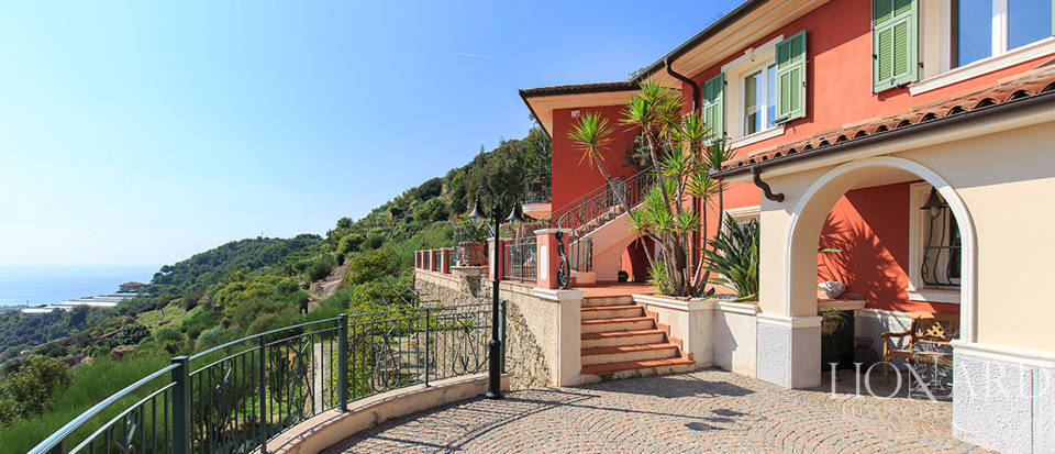 Luxury house with swimming pool for sale in Liguria Image 15