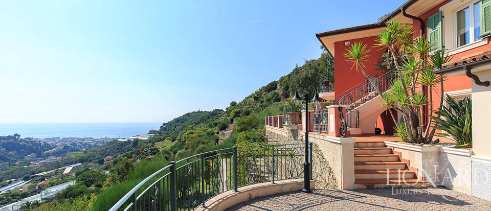 Luxury house with swimming pool for sale in Liguria Image 16
