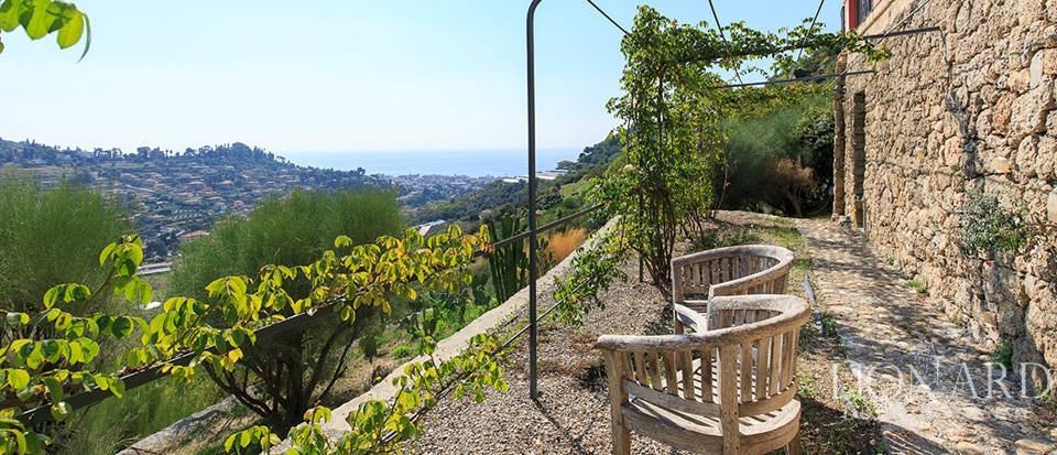 Luxury house with swimming pool for sale in Liguria Image 17