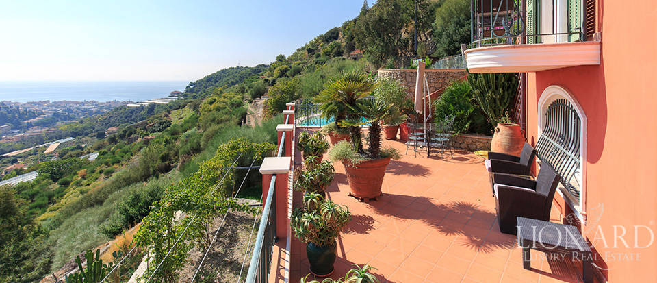 Luxury house with swimming pool for sale in Liguria Image 18