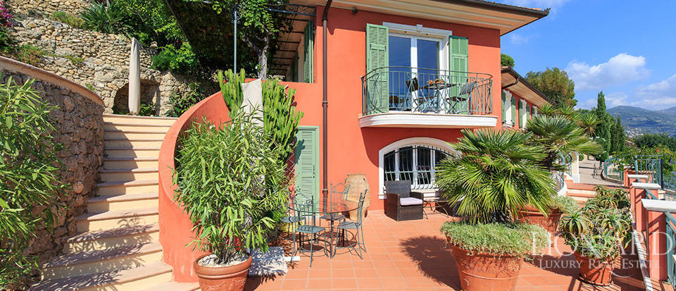 Luxury house with swimming pool for sale in Liguria Image 19